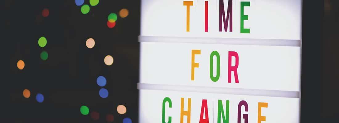 """Tableau sur lequel il est écrit """"Time for change"""""""